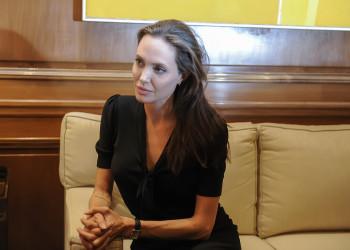 Angelina Jolie confessa di non essersi mai immaginata mamma