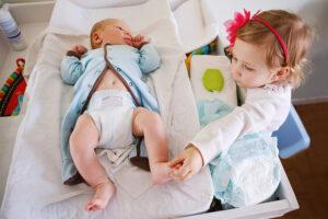 Come sopravvivere a due figli sotto i tre anni