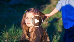 Come affrontare la gelosia tra fratelli [VIDEO]