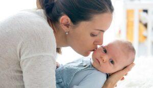 non toccare i neonati non baciare neonati
