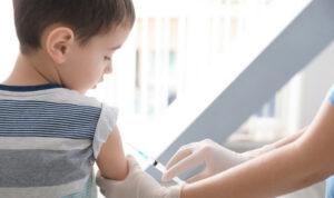 Australia: se non vaccini i figli ti tolgono i benefici fiscali