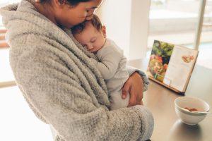 neonato in braccio