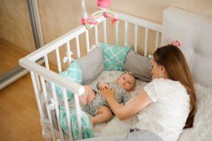 Dormire con mamma e papà fa bene al neonato. Lo dice uno studio