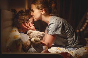 Mettere i bambini a dormire presto fa bene ai genitori. Lo dice uno studio.