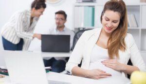 Impiegata incinta viene subito assunta a tempo indeterminato