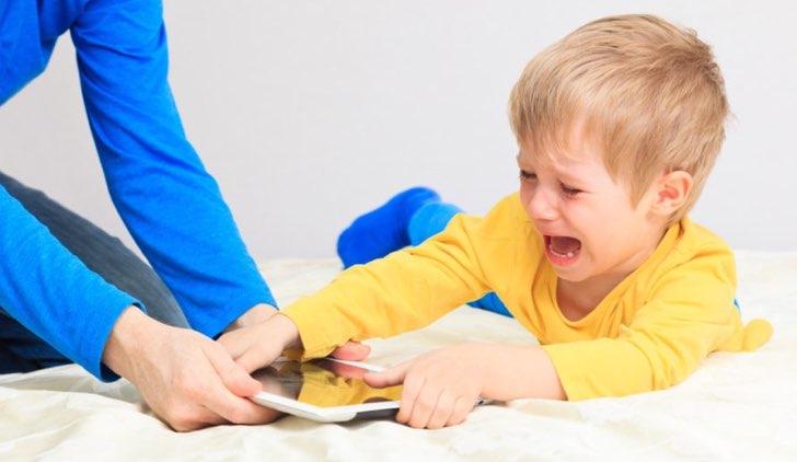 Calmare i bambini con il cellulare