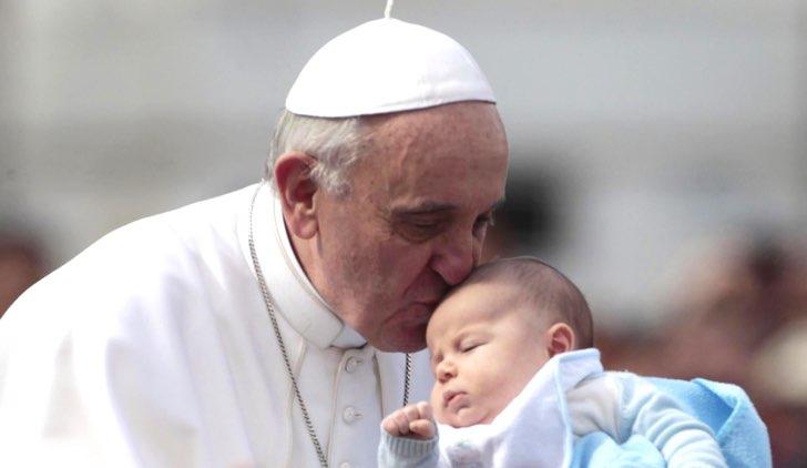 papa francesco mamme allattare in chiesa